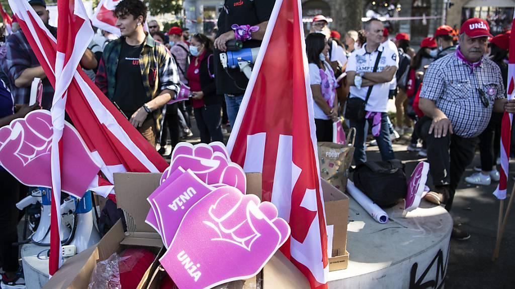 Gewerkschaften demonstrieren in Bern gegen AHV-Reform