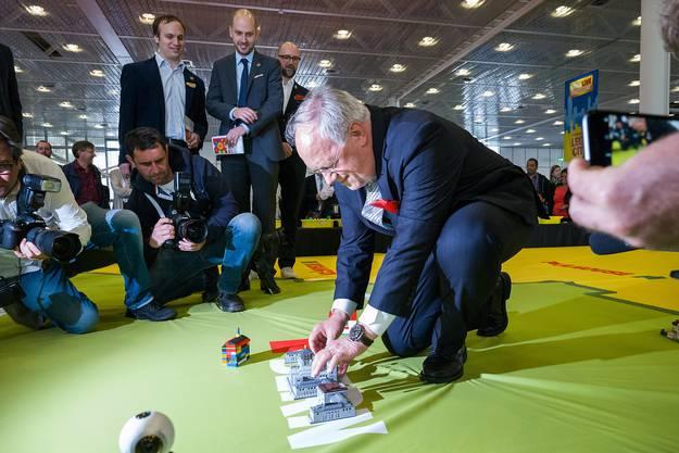 ...und schliesslich ein (nicht selbst gebautes) Lego-Bundeshaus korrekt platzieren.