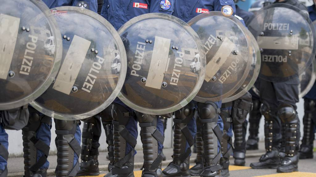 Schlägereien und demolierte Pubs: Feyenoord-Fans wüten in Luzern