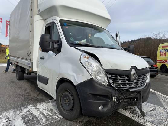 Der Unfallfahrer wurde leicht verletzt, seine Beifahrerin mittelschwer.