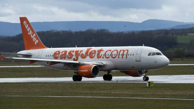 Flugzeug der Fluggessellschaft Easy Jet (Archiv)