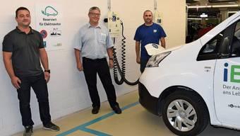 Im Parkhaus (von links): Thomas Birrer, Leiter Service bei der Jost Elektro AG; Philippe Ramuz, Geschäftsleiter Netz-Dienstleistungen bei der IBB; Beat Wyss, Projektleiter der IBB.