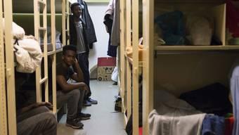 Die Kommission unterstützt laut Mitteilung mit 6 zu 3 Stimmen die Standesinitiative «Für eine höhere Kostenbeteiligung des Bundes im Asylbereich». Im Bild: Die unterirdische Asyl-Unterkunft in Derendingen SO. (Symbolbild)