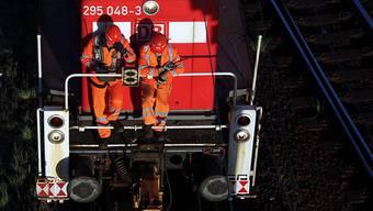 In Basel ist es in der Nacht auf Freitag zu einem tödlichen Unfall mit einer Rangierlokomotive gekommen. (Symbolbild)