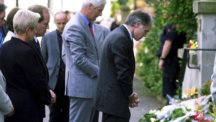 27. September 2001: Moritz Leuenberger trauert um die Opfer des Zuger Attentats.