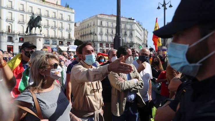 Demonstration in Madrid: Ganze 37 Stadtviertel und Vororte des spanischen Hauptstadt wurden am Montag abgeriegelt - zum Missfallen der Bewohner.
