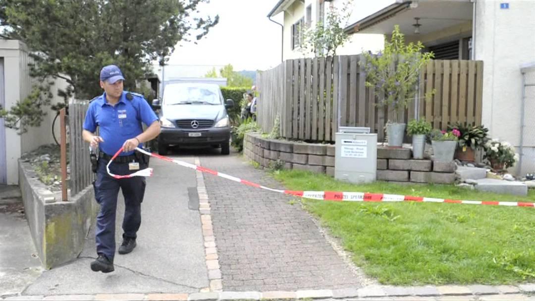 21-jährige Tochter greift ihre Eltern mit Messer an