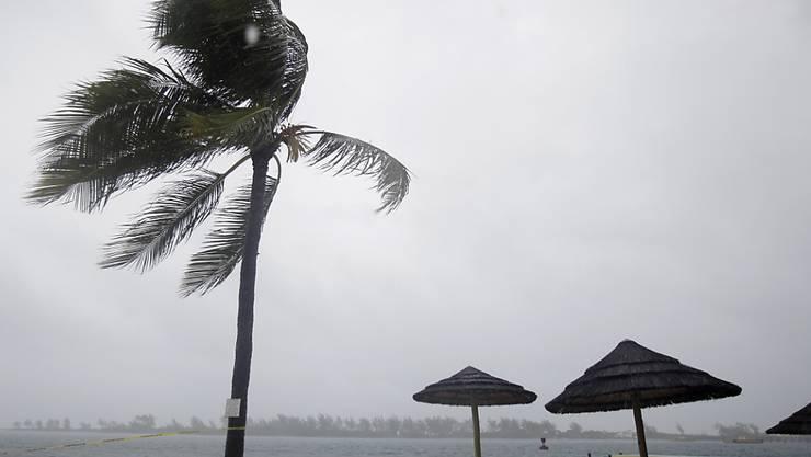 Sturm über leerem Strand von Nassau (Archiv)