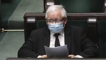 Der Vorsitzende der polnischen Regierungspartei PiS,  Jaroslaw Kaczynski, sucht wegen der Coronakrise nach einem neuen Termin für die Präsidentschaftswahlen. (Archivbild)