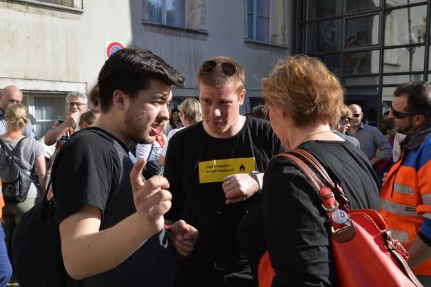 Kundgebung auf dem Rosiusplatz hinter dem Stadtratssaal zur aktuellen Spardebatte
