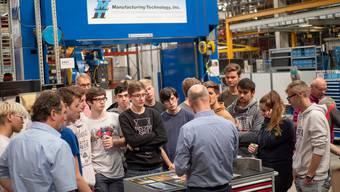 Während der Wirtschaftswoche besuchten die Informatikschüler die Firma Rapid Technic AG in Killwangen.