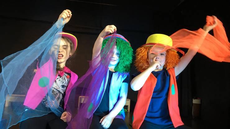 Die drei Clowns treiben ihre Spässe