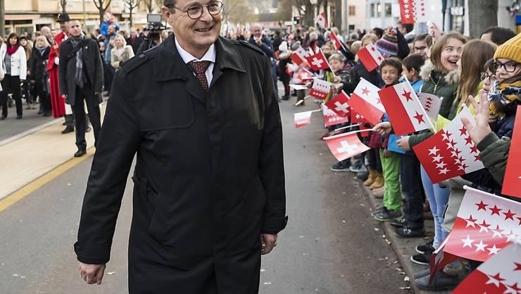 Jean-René Fournier geniesst am Mittwoch in Sitten den Umzug zu seinen Ehren.