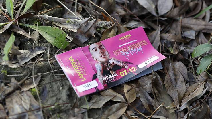 Massenpanik statt Konzert: Vor dem geplanten Auftritt des Rappers Sfera Ebbasta brach eine Panik aus, in der sechs Menschen ihr Leben verloren.