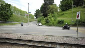 Der Margarethenstich von Binningen aus gesehen. Diese Strasse hinauf sollen die Tramgeleise verlegt werden.
