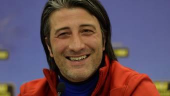 Murat Yakin ist happy: Der ehemalige Fussballspieler und -trainer geniesst es, als Hausmann ganz viel Zeit für seine einjährige Tochter zu haben. (Archivbild)