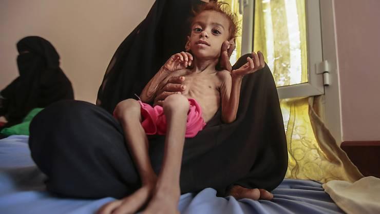 """""""Am Rande des Abgrunds"""": Die Lage im Jemen gilt als schwerste humanitäre Krise weltweit. Bis zu 14 Millionen Kinder sind vom Hunger bedroht, darunter über sieben Millionen Kinder."""