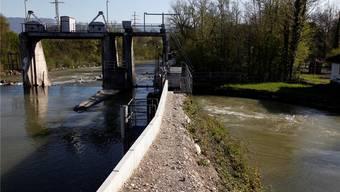 Vom Biberister Wehr (im Bild) bis zur Aaremündung in Zuchwil wird die Emme jetzt besser gegen Hochwasser geschützt. (Archivbild)