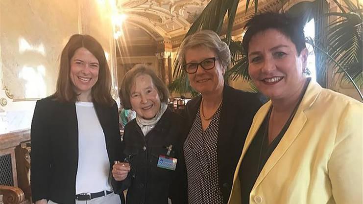 Kopp im Bundeshaus mit den FDP-Frauen Gössi, Eichenberger, Schneeberger.ho