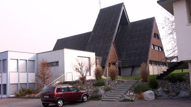 Die erforderlichen Räume der Pfarrei Seon werden zwischen dem Pfarreiheim (links) und dem Pfarrhaus/Pfarramt eingefügt. ag