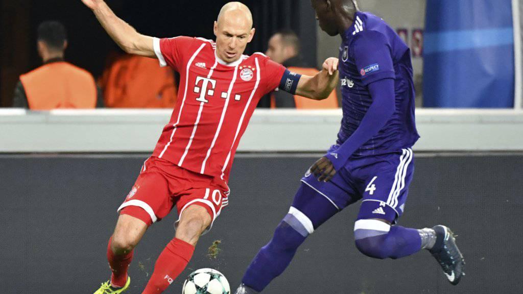 Fällt weiter aus: Bayern Münchens Arjen Robben (li.) verletzte sich im Spiel gegen Anderlecht am Oberschenkel, nun kommen Probleme mit dem Ischias-Nerv dazu