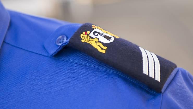Die Baselstädtischen Polizisten bleiben vorerst bei ihrer Version der Uniform.