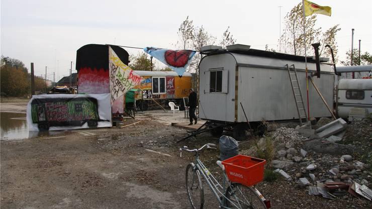 November 2013: Fünf Leute führen einen «Kampf um alternativen Wohnraum» und haben in Solothurn beim ehemaligen Kofmehl-Areal eine «Wagenburg» errichtet. Sie wollen den Platz nicht freiwillig räumen.