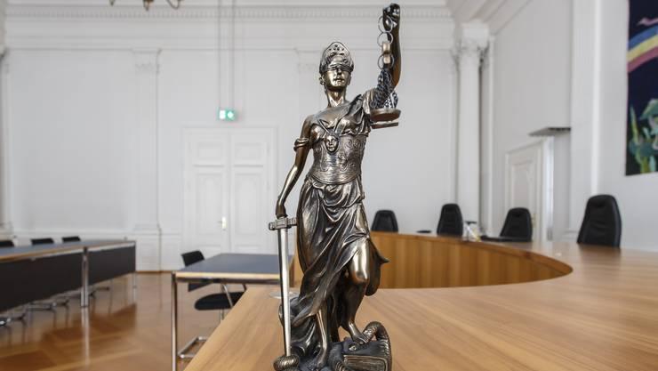 Justitia hat gesprochen: Das Gericht verhängte eine Freiheitsstrafe von 10 Monaten. Symbolbild.