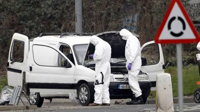 Experten sichern Spuren am Tatort