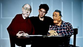 Nikolaus Habjan mit den Klappmaulpuppen Friedrich Zawrel (rechts) und dessen Peiniger Dr. Gross. Ho