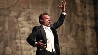 Marzio Giossi singt und gestikuliert 2012.