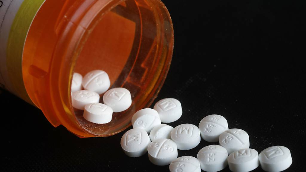 Pharmakonzerne schliessen Vergleich vor Opioid-Prozess