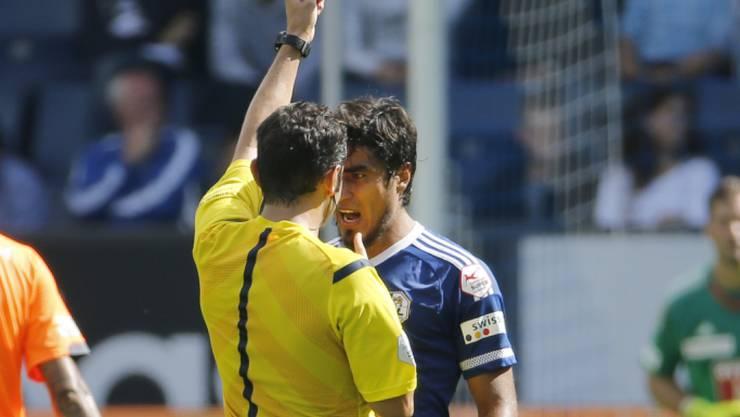 Dario Lezcano ist mit Schiedsrichter Fedayi San nicht einverstanden
