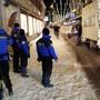 Polizisten haben bei einer Demonstration in Davos einen Schweizer Journalisten festgenommen.