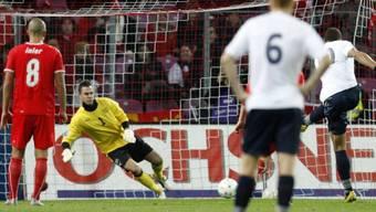 John Carew verwandelt den Penalty zum 1:0-Sieg für Norwegen