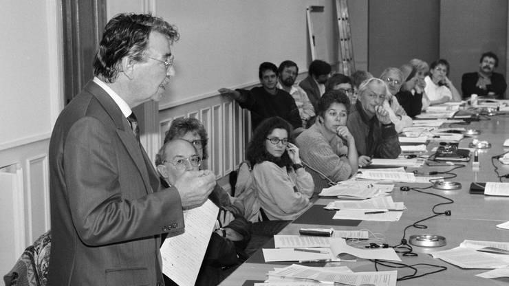 10. Oktober 1992: Bundesrat Rene Felber wirbt an der SP-Parteivorstandssitzung für die Ja-Parole zur kommenden EWR-Abstimmung, ...