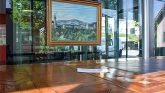 Der Tisch aus dem 17. Jahrhundert, darüber das 1952 entstandene Bild von Villmergen. Toni Widmer