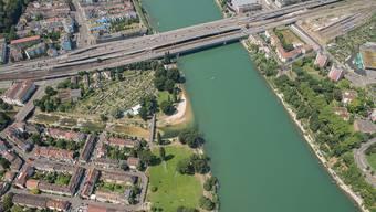 Blick auf Basel mit Birsfelden und dem Birsköpfli im Vordergrund. Die Grünflächen sollen erhalten bleiben. (Archiv)