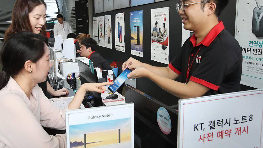 Samsung will künftig nicht nur Telefone verkaufen, sondern auch in der Autobranche ein Wort mitreden. (Symbolbild).