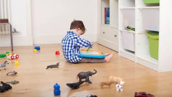 Spielen ohne Gspänli: Armen Kindern fehlen oft die sozialen Kontakte – und damit wichtige Grundvoraussetzungen für das spätere Lernen in Schule und Lehre. Liesel Blockl/Plainpicture