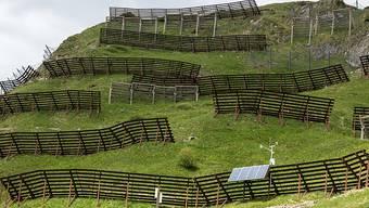 Auch ein immaterielles Kulturgut: Lawinenverbauungen am Chüenihorn oberhalb von St. Antoenien GR. (Archiv)