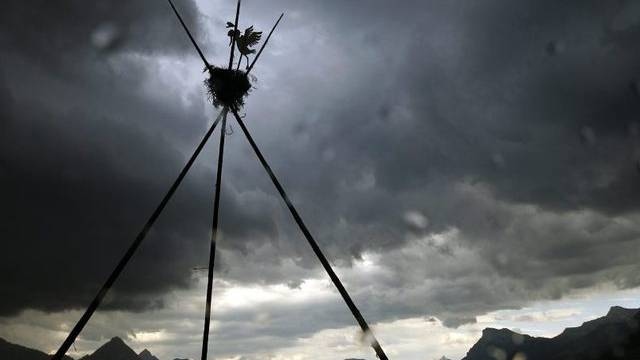 Dunkle Wolken eines Sturmes zogen über die Zentralschweiz wie hier in Ennetbürgen im Kanton Nidwalden