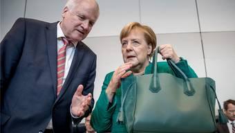 Die nun aufkommende Unruhe in der CSU wird wohl auch die Bundesregierung treffen. Im Bild: CSU-Chef Horst Seehofer und Bundeskanzlerin Angela Merkel.