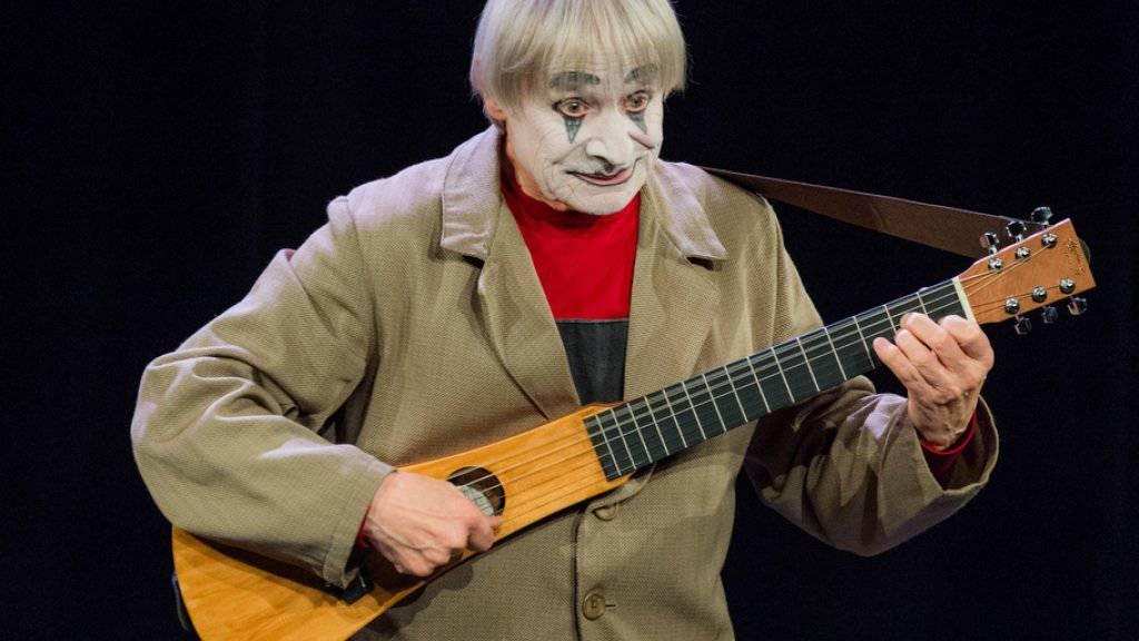 """Er begeisterte Tausende: Clown Dimitri, im Bild im Stück """"DimiTRIgenerations"""" aus dem Jahr 2015, ist im Alter von 80 Jahren überraschend gestorben. (Archivbild)"""