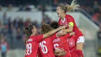 Die Schweizer Frauen Nati hat die erste Hürde in der WM-Barrage gemeistert. Nun wartet Holland.