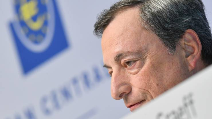 EZB-Präsident Draghi verkündet Strafzinsen.