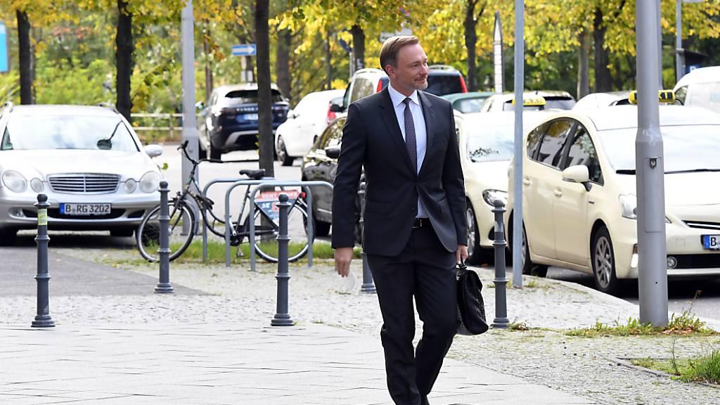 Liberale entscheiden über Koalitionsgespräche in Deutschland