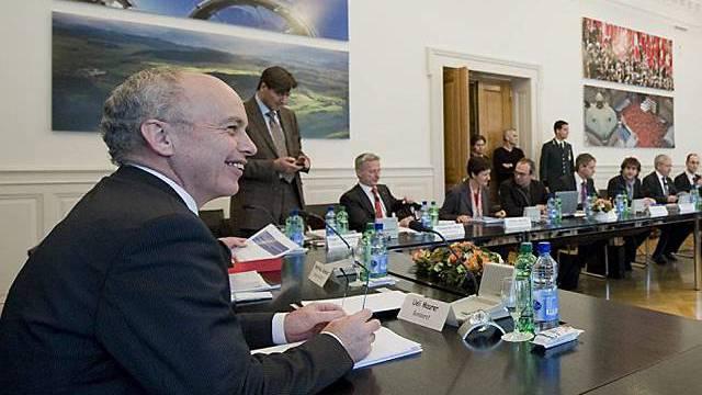 Bundesrat Maurer spricht mit Vertretern aus Sport und Politik