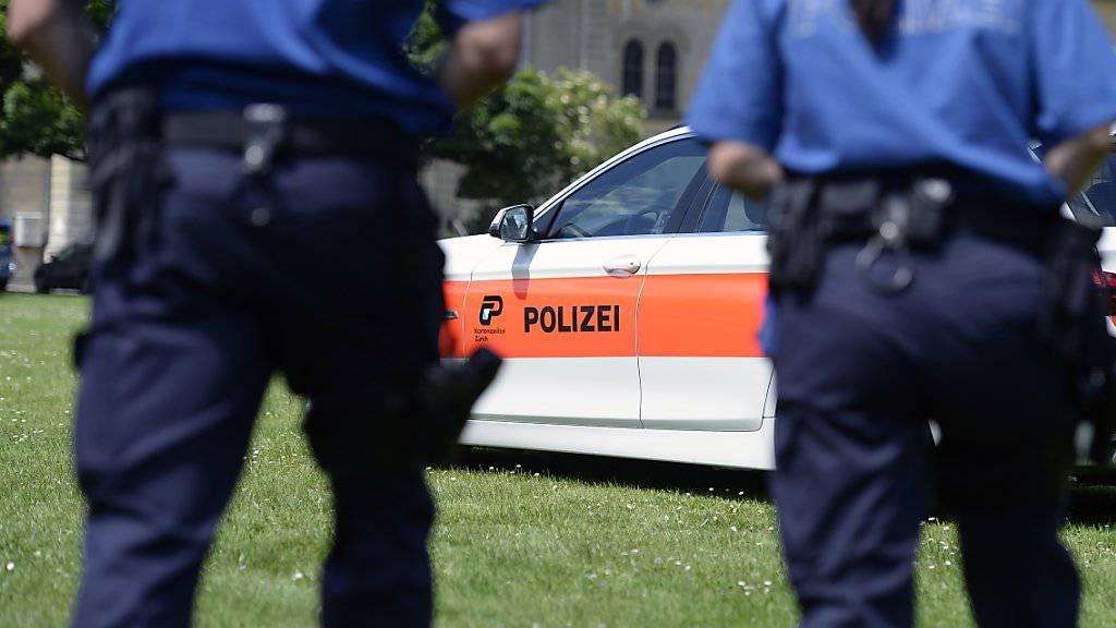 Die Frau, die am Mittwoch in Hedingen ZH niedergestochen wurde, ist an ihren Verletzungen gestorben. (Symbolbild)