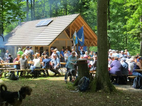 Hier die Bürgerhütte, wo man etwas zum Essen und Trinken kaufen konnte